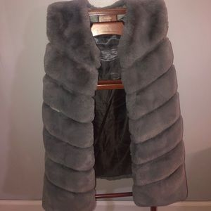 Faux-fur throw on. Super soft with pockets!